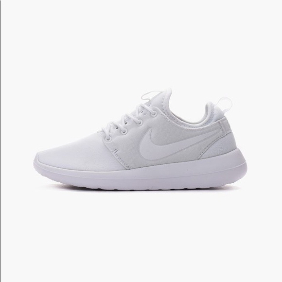 new style a50a6 5819f Nike Roshe Two Women's all white